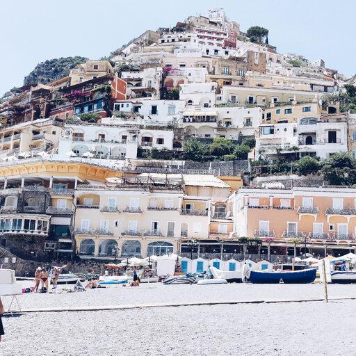 Немного о Позитано: скалы из разноцветных фасадов