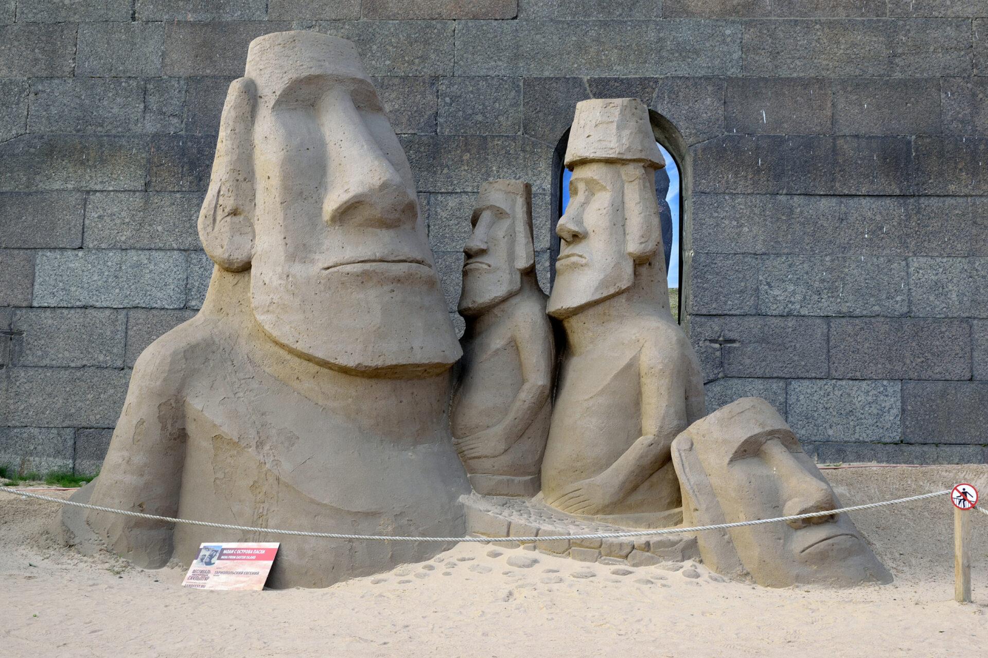 Песочные скульптуры уПетропавловки.