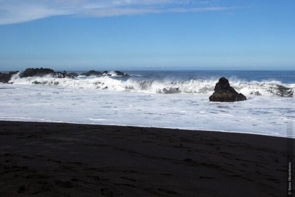 Очем молчит черный песок