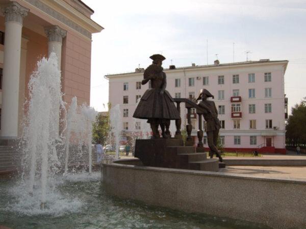 Скульптурная композиция «Арлекин иКоломбина» вКрасноярске